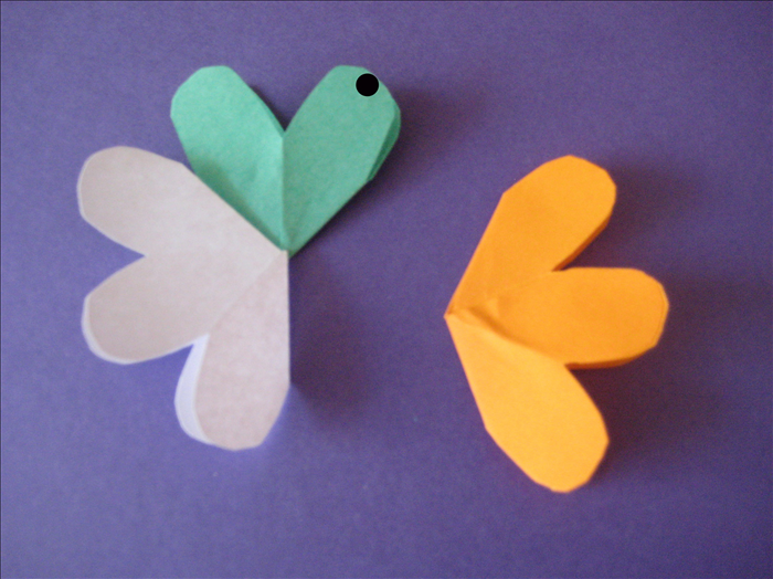 Do the same for the other side. Put one dot of glue on the right petal. Align the petal of another flower on top of it.