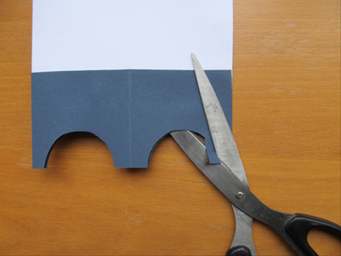 <p> A little piece of the small folded area will be sticking out of the arc. Cut it off along the arc edge.</p>
