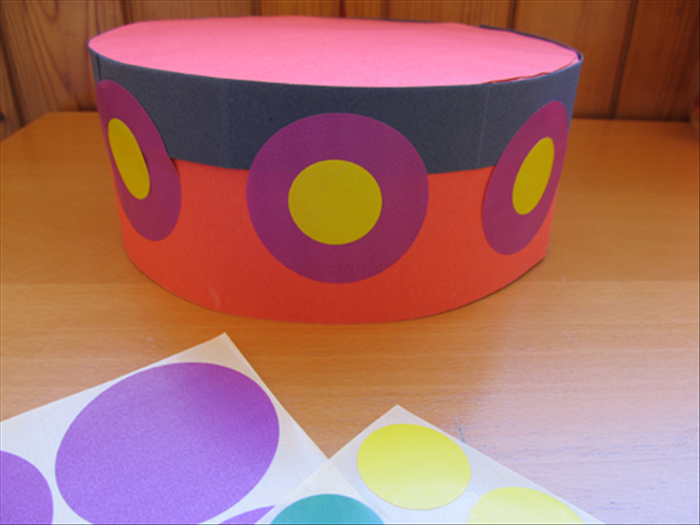 Materials: Sturdy colored paper Scissors Paper glue Small plate Ruler Pen *optional - if you want to decorate as shown in the picture - large and medium sized colored circle stickers or round objects to trace and cut circles from
