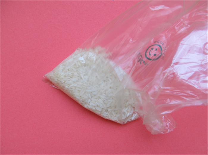 Pour the rice into the sandwich bag