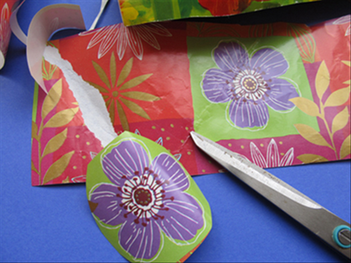 Cut out the flowers from the wrapping paper.