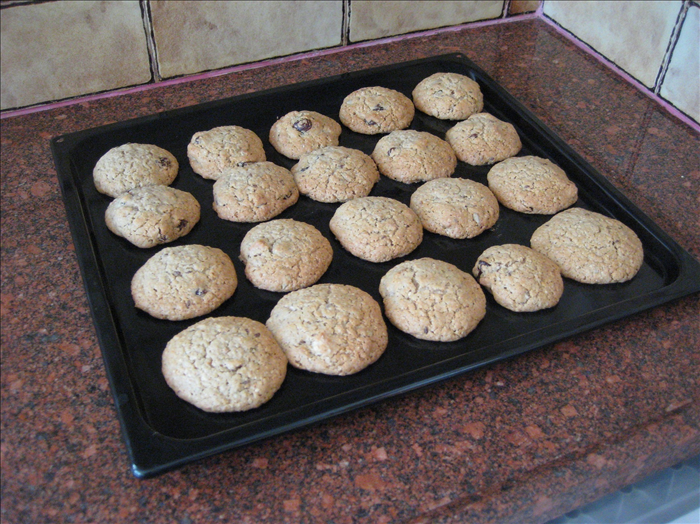 Let the cookies cool on the baking tray before removing them.