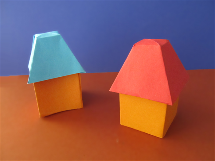 <p> Place the roof on top and your paper house is ready!</p>