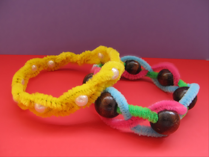 Your pipe cleaner bracelet is finished!
